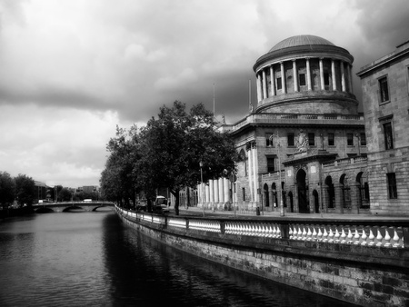 The historic Customs House on the Liffey with a storm brewing, Dublin, Ireland.     Stock Photo - 12468450