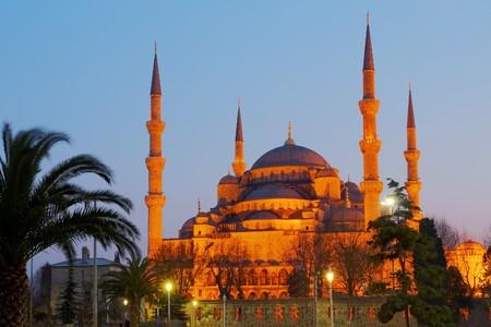 iluminated: Mezquita Azul iluminados por la noche en Estambul, Turqu�a, imagen HDR