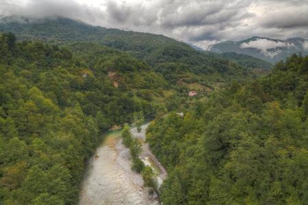 the deepest: R�o Tara con su hermoso verde agua ejecutando ca��n de Tara verde a trav�s de uno de los ca�ones m�s profundos del mundo y patrimonio mundial, Montenegro.