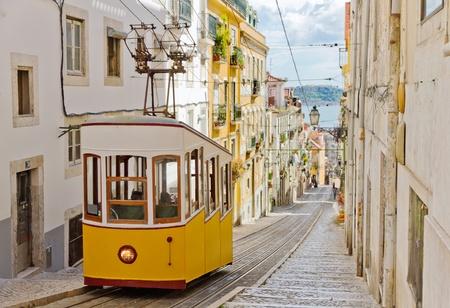 Lissabon Gloria Standseilbahn als nationales Monument eingestuft eröffnete 1885 an der Westseite der Avenida da Liberdade verbindet Innenstadt withBairro Alto.