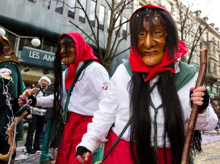 fasnacht: ZURICH - FEBRUARY 26: Participants in costumes perform a street procession of ZueriCarneval Fasnacht February 26, 2012 in Zurich, Switzerland. They perform Gugge Music and dress up as witches.