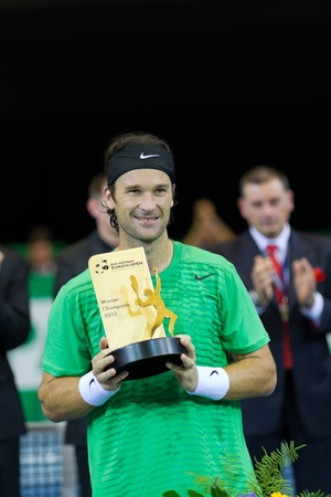 paribas: ZURICH, SWITZERLAND-MARCH 24: Carlos Moya receives a trorpy in final of BNP Paribas Open Champions Tour aganinst Stefan Edberg in Zurich, SUI on March 24, 2012.  He won the match for medical reasons.  Editorial