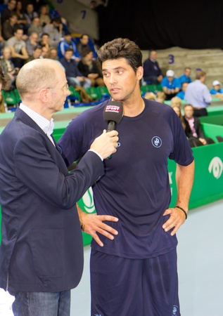 paribas: ZURICH, SWITZERLAND-MARCH 24: Mark Philippoussis (r.) gives interviews after the 3rd place match against Marat Safin which he won at BNP Paribas Open Champions Tour in Zurich, SUI on March 24, 2012