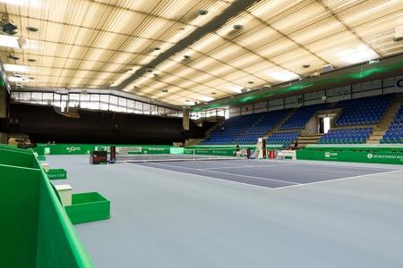 paribas: ZURICH, SWITZERLAND-MARCH 24: Empty tennis venue Saalsporthallle for BNP Paribas Open Champions Tour in Zurich, SUI on March 24, 2012.