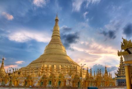 buddhist temple roof: Golden Shwedagon temple the main buddhist stupa in Burma at sunset, Yangon