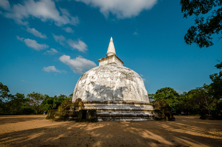 polonnaruwa: Kiri Vehera Dagoba in the Ancient City of Polonnaruwa, Sri Lanka, Asia.