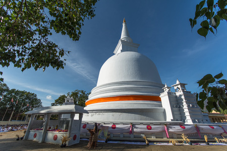Mahiyangana Raja Maha Vihara is an ancient Buddhist temple in Mahiyangana, Sri Lanka. It is believed to be the site of Gautama Buddhas first visit to the country Stock Photo