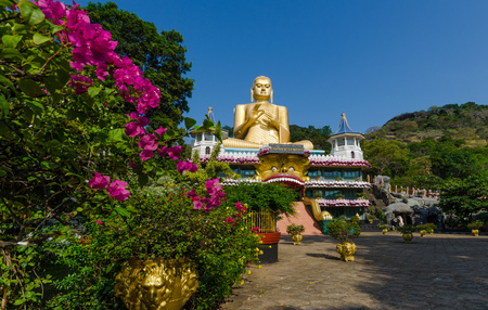 Golden Temple of Dambulla in Dambulla, Central Province, Sri Lanka, Asia Imagens