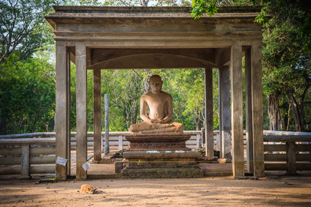The Samadhi Statue is a statue situated at Mahamevnawa Park in Anuradhapura, Sri Lanka. The Buddha is depicted in the position of the Dhyana Mudra Imagens
