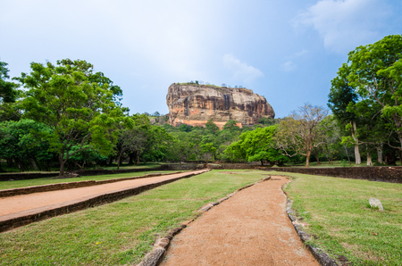 Sigiriya or Sinhagiri is an ancient rock fortress located in the northern Matale District near the town of Dambulla in the Central Province, Sri Lanka. Imagens