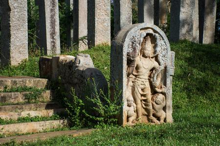 Ruins of stone columns at Thuparama Dagoba in the Mahavihara (The Great Monastery), Sacred City of Anuradhapura, Sri Lanka, Asia. Imagens