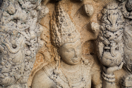 Anuradhaoura Rathnaprasadaya Guard stone is the best preserved and most detailed guardstone in sri lanka Imagens