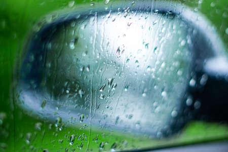 wet car wing mirror Imagens