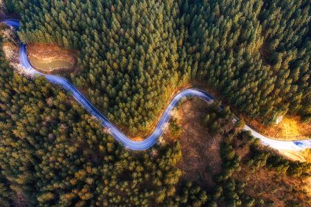 Curved winding road 版權商用圖片