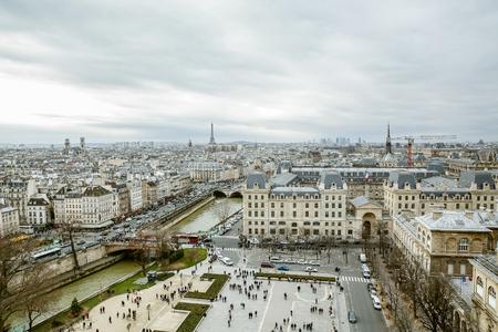 Paris city center building landscape Redakční