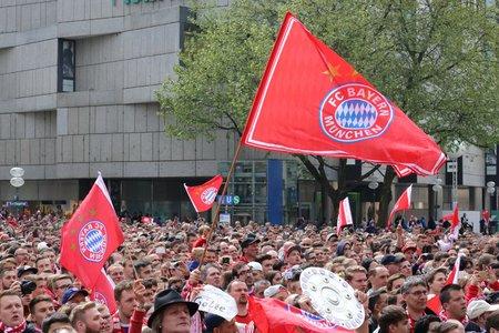 2016-05-15, München, Marienplatz - voetbalfans