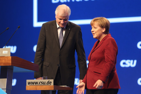 2015-11-20, Angela MERKEL CDU (right) with Horst SEEHOFER CSU (left) at CSU party convention in Munich