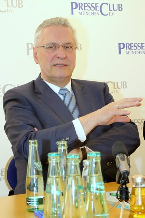 2016-04-18, Joachim Herrmann, bayerischer Innenminister, Gast beim Munich International Press Club Standard-Bild - 78214866