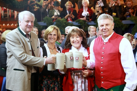 2017-09-16 - Munich, Germany - Ocotoberfest first toast: Bavarias premier Horst Seehofer, Munichs First Mayor Dieter Reiter, both with marriage partners