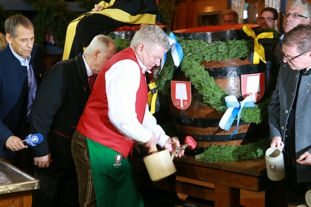 2017-09-16 - Munich, Germany - Octoberfest barrel tapping by the citys first mayor Dieter Reiter