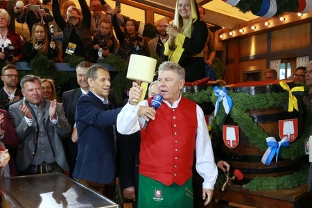 2017-09-16 - Munich, Germany - Octoberfest barrel tapping by the city's first mayor Dieter Reiter Editorial