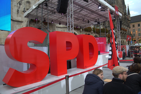2017-09-14 Marienplatz Munich - SPD party letters waiting for the candidate for the chancellorship in Germany, Martin Schmid
