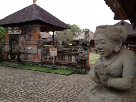 hindues: Una de las entradas de uno de los principales templos hind�es de Bali, Indonesia. Foto de archivo