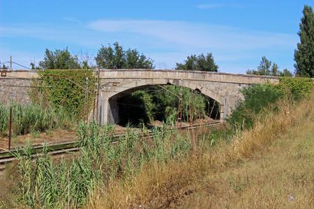 dilate: Bridge and destinations nearby train tracks