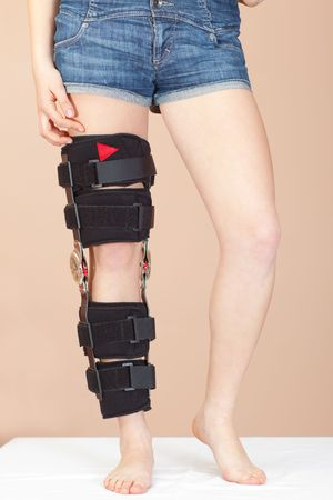 Adjustable angle support for leg or knee injury, front view photo
