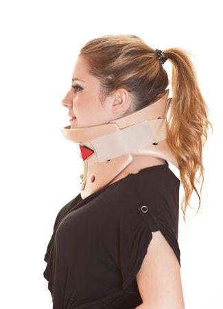 cervicales: Rubia joven llevaba protector de cuello, sonriente, vista lateral