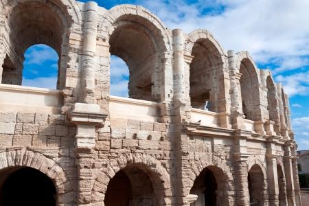 roman amphitheatre: Antiguo anfiteatro romano en Arles, Francia