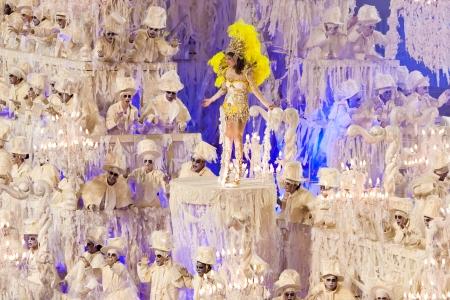 リオデジャネイロ - 2 月 11 日: カーニバル リオデジャネイロでサンボードロモの装飾とショー 2013 年 2 月 11 日、ブラジル。リオのカーニバルは、世界で最大のカーニバルです。 報道画像