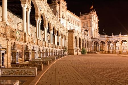 夜は、スペインのセビリアのスペイン広場 (スペイン広場)