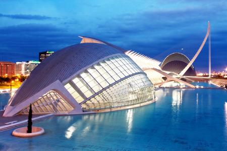 iluminacion: Hemisferic de la Ciudad de las Artes y las Ciencias de Valencia, España Editorial