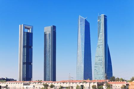 operates: MADRID, SPAGNA - 29 agosto: Grattacieli Cuatro Torres Business Area a Madrid, Spagna, quartiere 2013.Business opera dal 2008