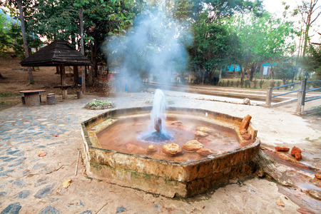 intestinos: Fuente termal Mae Kasa. La provincia de Tak, Tailandia