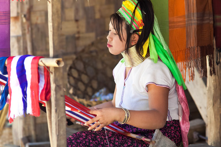soi: BAN NAI SOI, MAE HONG SON PROVINCE, THAILAND - FEBRUARY 6: Young woman Karen tribe working at loom, Ban Nai Soi, Thailand, February 6, 2014. Repression Karen in Myanmar forced them to flee to Thailand