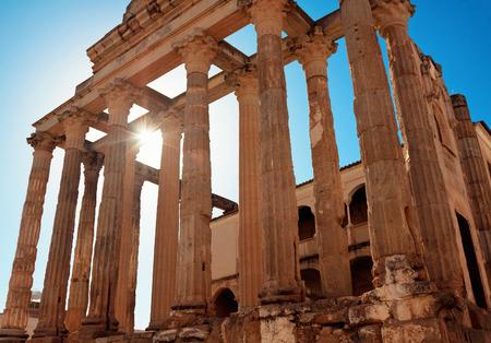 templo romano: El templo romano de Diana en Mérida, España Foto de archivo