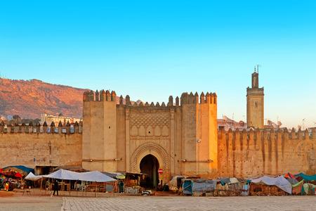 モロッコ、フェズの古代メディナへの門