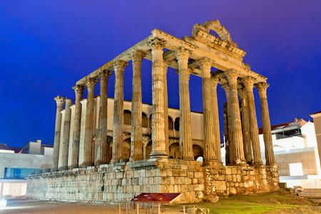 templo romano: El templo romano de Diana en M�rida, Espa�a Foto de archivo