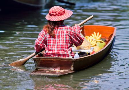 damnoen saduak: saleswoman at Floating Market Damnoen Saduak, Thailand Stock Photo