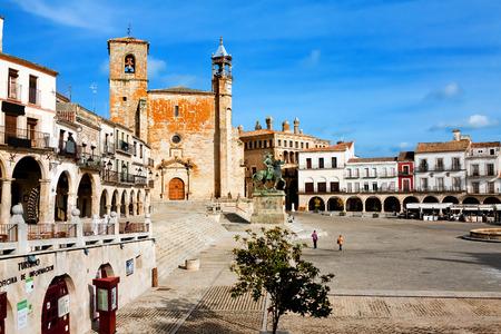 pizarro: Saint Martins church and statue of Fransisco Pisarro. Trujillo. Spain