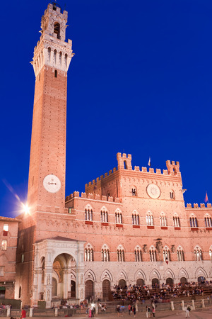 Campo Square and Mangia Tower, Siena, Italy Standard-Bild