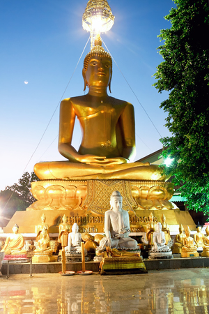 mani: Statue of Buddha in a temple Mani Phraison in Mae Sot, Province of Tak, Thailand Stock Photo