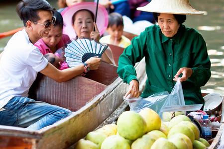 damnoen saduak: DAMNOEN SADUAK, THAILAND - MARCH 02: Saleswomen at floating markets on March 2, 2014 in Damnoen Saduak, Thailand. Until recently, main form of trade, now mostly a tourist attraction