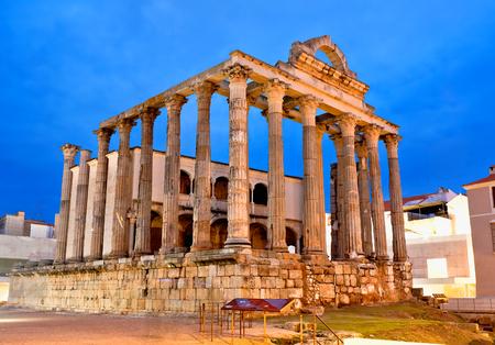 Roman temple: El templo romano de Diana en Mérida, España Foto de archivo