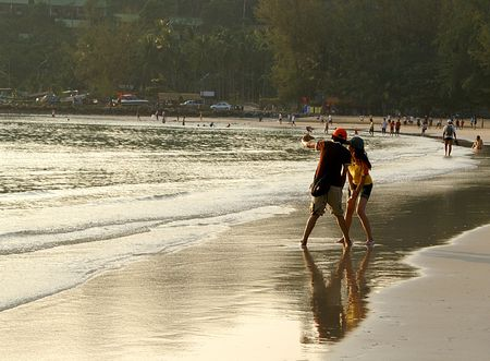 chang: Young couple on the Clong Prao Beach, Ko Chang, Thailand
