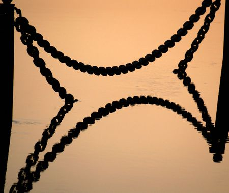 spring tide: X-like reflection of chains during spring tide at river Moskva Stock Photo