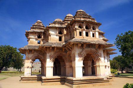karnataka: Lotus mahal de Zanana Ap�ndice antigua ciudad en Hampi, Karnataka, India