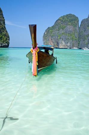 Traditional siamese boat in the famous Maya bay of Phi-phi Leh island, Krabi province, Thailand  Stock Photo - 4528227